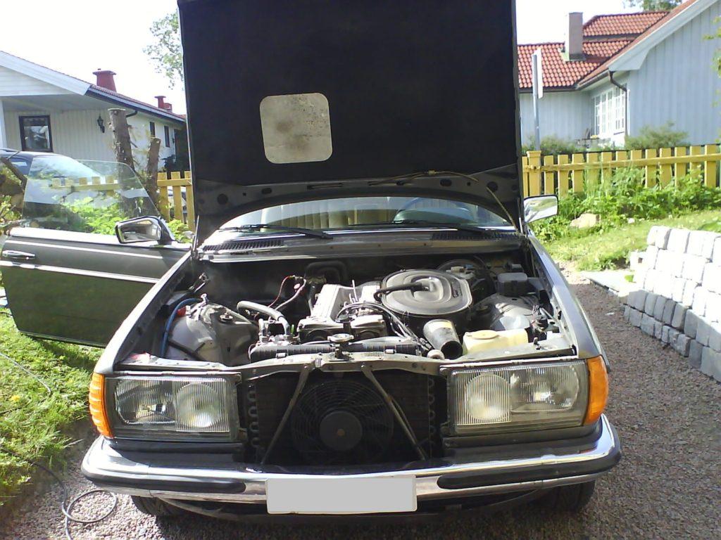 W123 280CE Front bonnet open