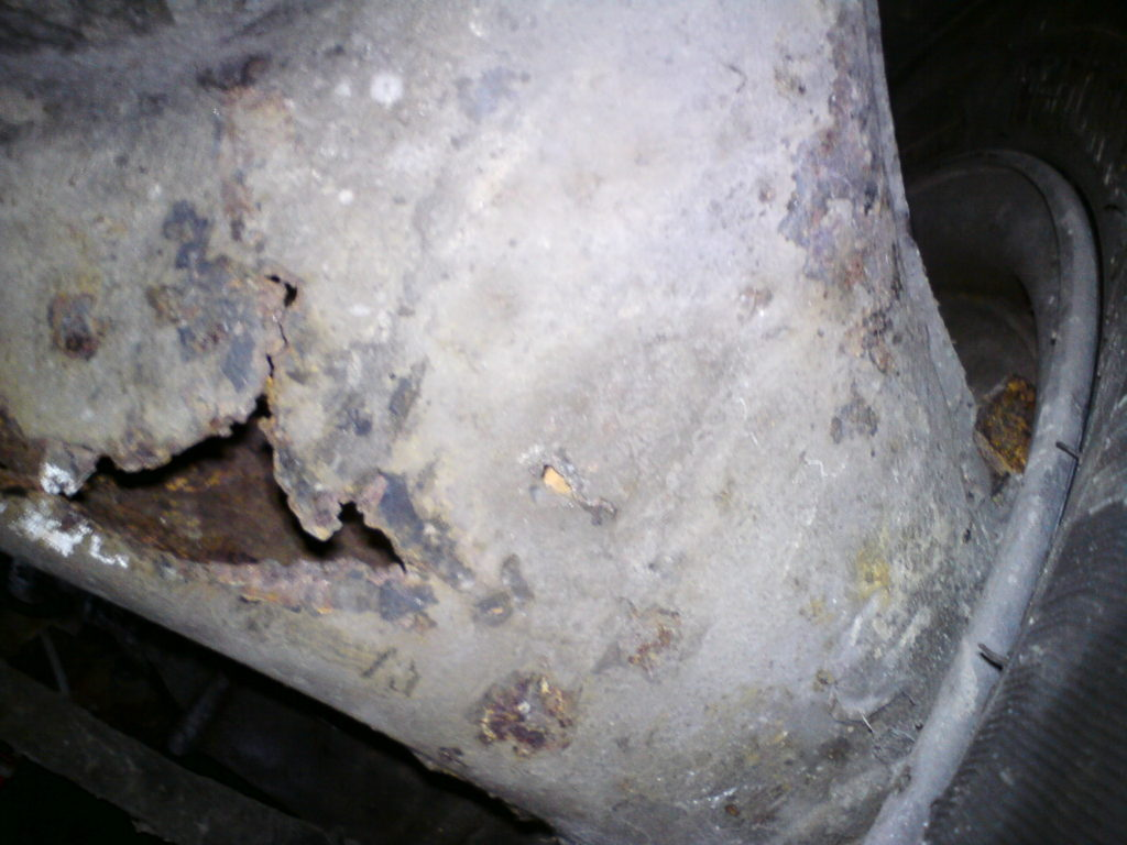 Rusted rear trailing arm