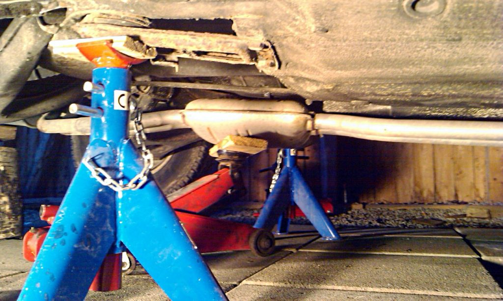 middle muffler supported