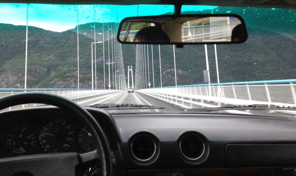 w123 over hardanger bridge
