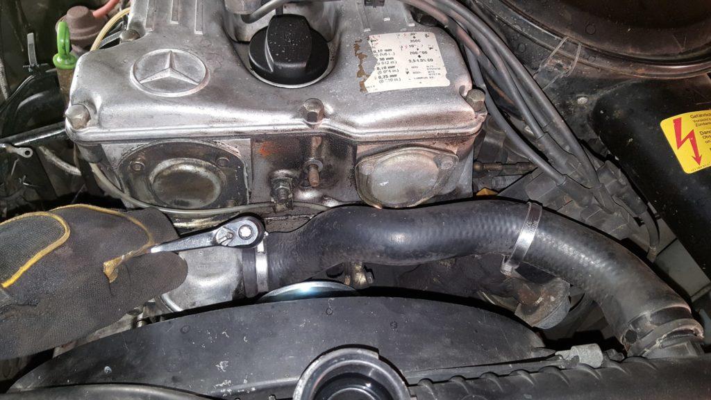 Upper Radiator hose w123 M110 engine