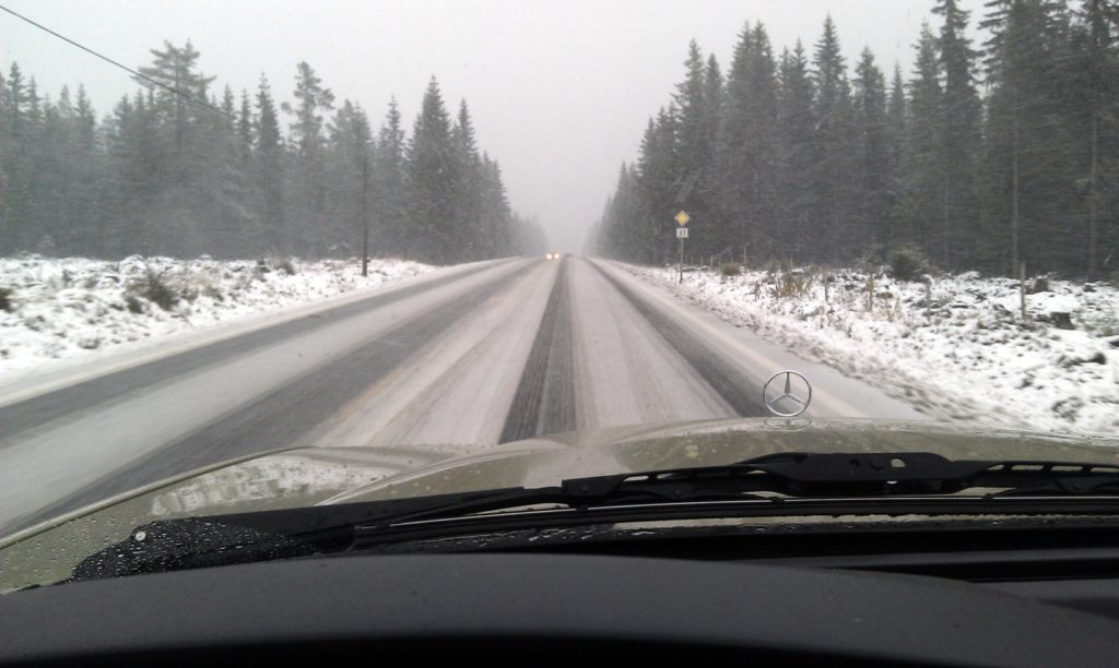 Mercedes w123 driving in winter