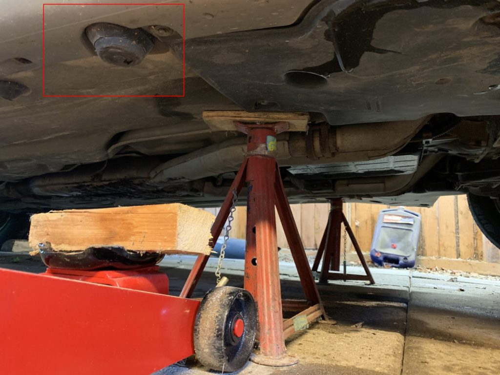 Jacking up a Mercedes w140
