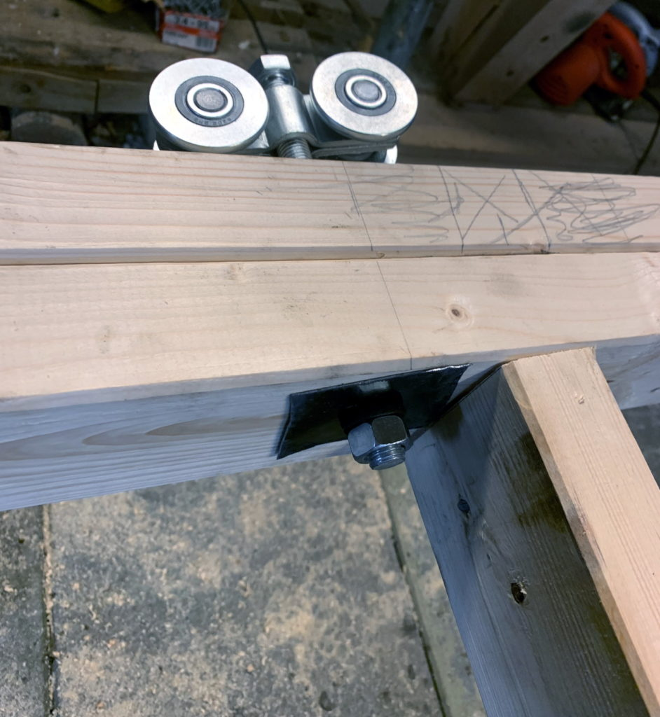 Securing the sliding rail rollers