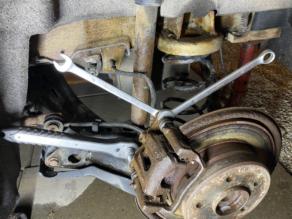 Loosening brake caliper