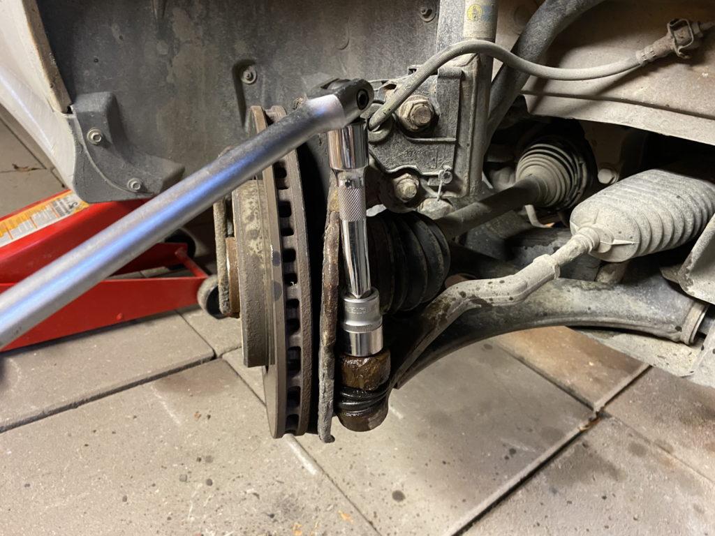 Loosening tie rod bolt