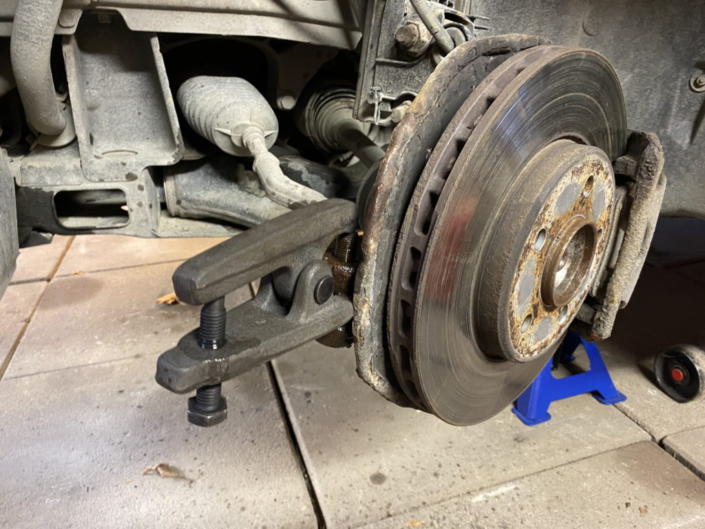 Forcing the tie-rod tool