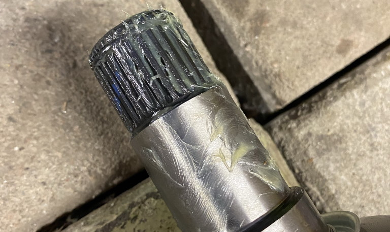 Grease drive shaft end